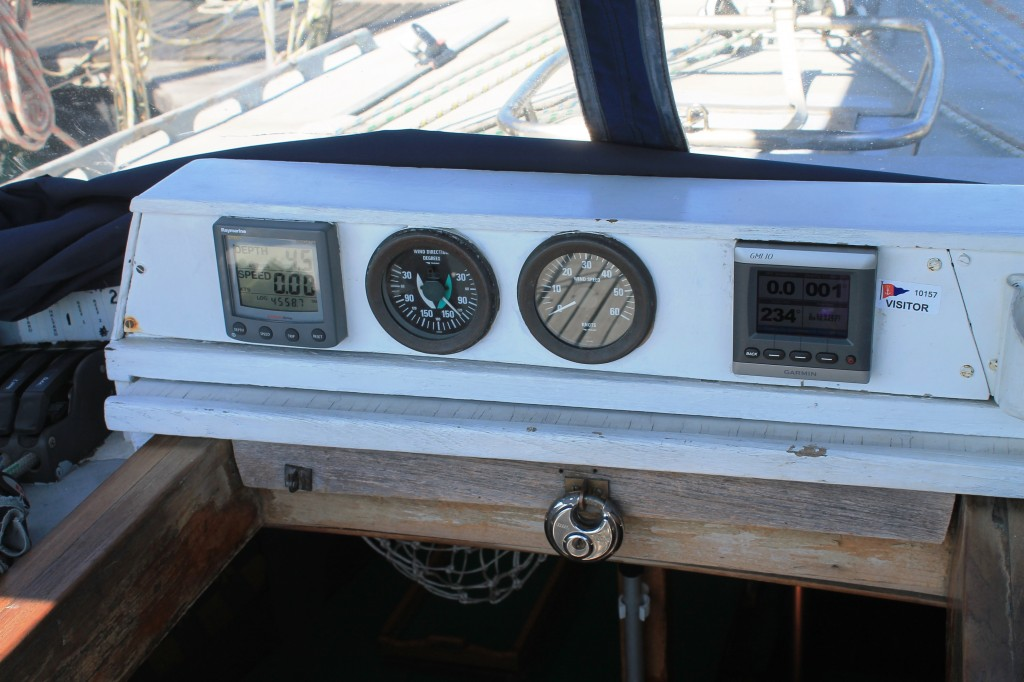 yacht indicator sailing speed depth